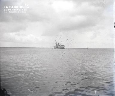 Bateau quittant le port