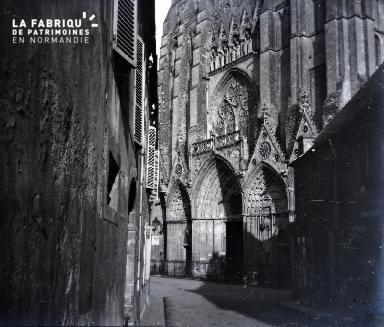 Façade occidentale de la cathédrale de Bayeux