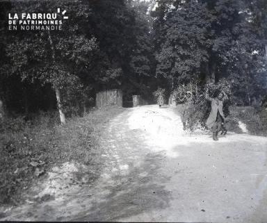 Couvrot (Marne)-La sortie du pont de la Marne-Août 1916