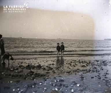 Enfants au bord de l'eau2