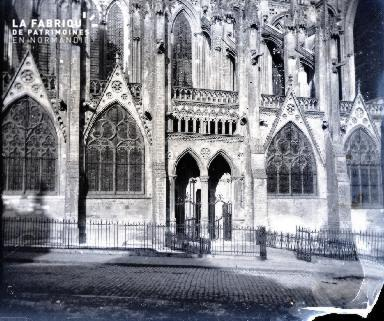 Bas-côté sud de la cathédrale de Bayeux