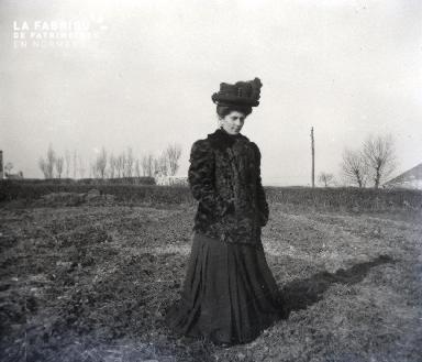Femme dans un champ2