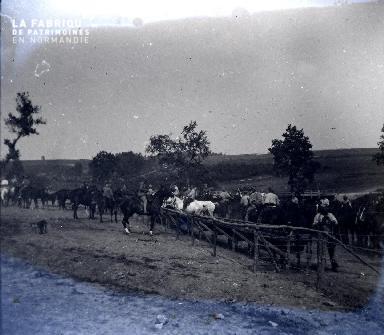 Fortin1 1917 - cavaliers sur leurs chevaux