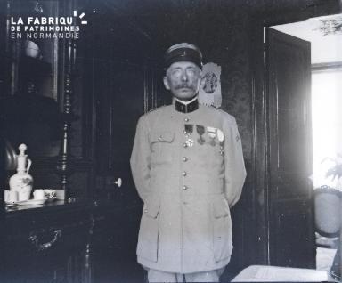Fortin-Militaire dans un salon2 1917