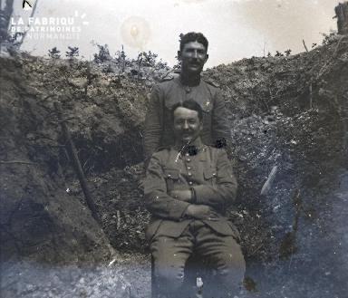 Fortin-Militaires dans une tranchée2 1917