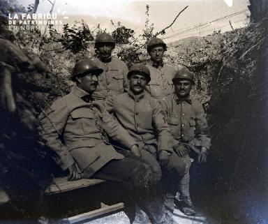 Fortin-Militaires dans une tranchée3 1917