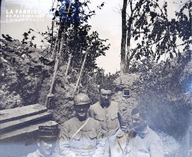 Fortin-Militaires dans une tranchée4 1917