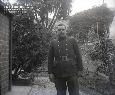 Homme dans un jardin