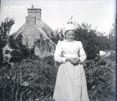 Jeune fille à la campagne