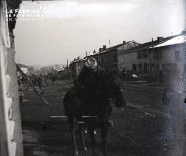 Soldat montant à cheval