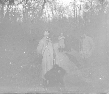 Militaires dans un bois
