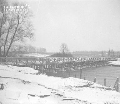 Pont de pilotis construit sur l'Aisne en aval de Pontavert