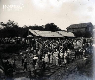 Rassemblement de colons et africains2