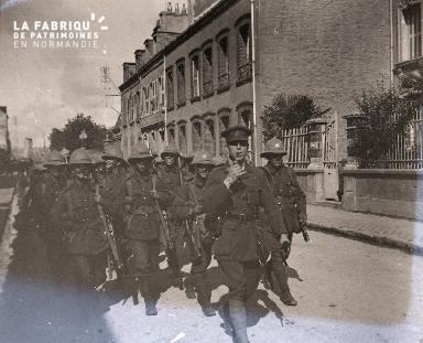 Soldats du Commonwealth en marche