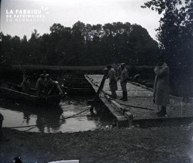 Sur l'Aube-Construction de ponts Août 1916