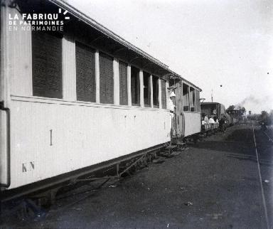 Train de voyageurs en gare de Toukouro