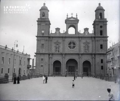 Un édifice catholique en Afrique