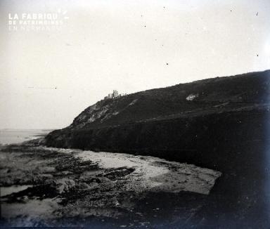 Une falaise et une crique
