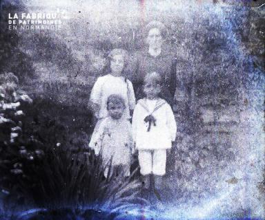 Une femme et ses enfants
