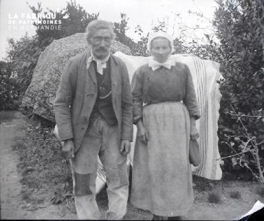 Vieux couple de paysans