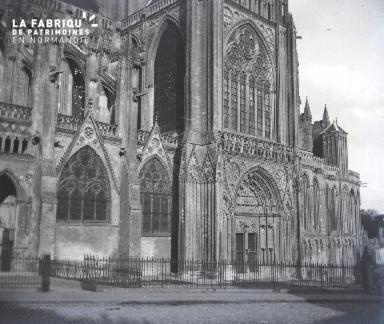 Vue du transept sud de la cathédrale de Bayeux