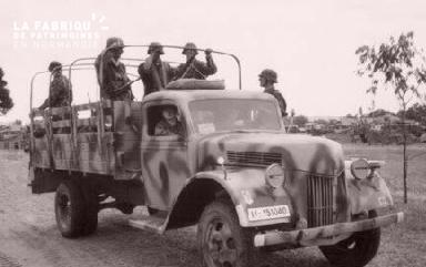 Véhicule militaire allemand, à son bord des soldats.