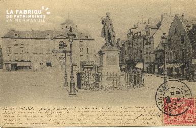 Cl 06 107 Caen-Statue de Beaumont et la place St Sauveur