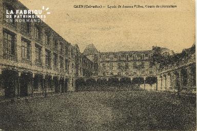 Cl 06 151 Caen-Lycée de jeunes filles, cours de récréation