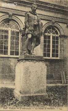 Cl 06 162 Caen-l'université-la statue de Malherbe