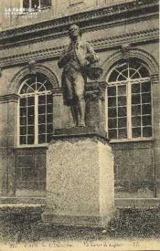 Cl 06 163 Caen-l'université-La statue de laplace