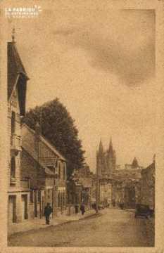 Cl 06 192 Caen-Rue Caponière et flèche de l'abbaye aux hommes
