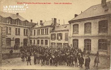 Cl 06 216 Caen-Ecole primaire supérieure de Caen-Cour de récréation