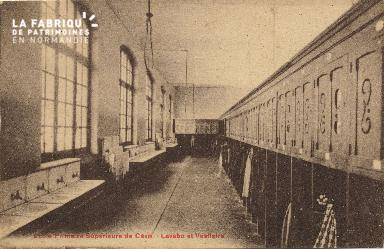 Cl 06 221 Caen-Ecole primaire supérieure de Caen-Lavabo et vestiaire