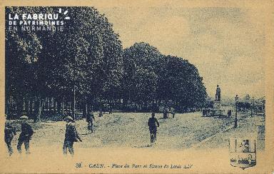 Cl 06 237 Caen-Place du parc et statue de Louis XIV