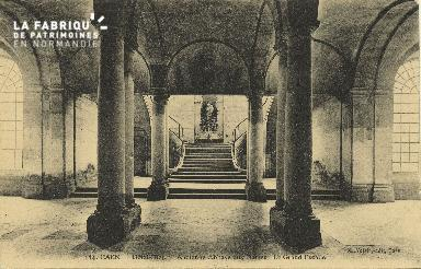 Cl 06 375 Caen-Hôtel Dieu-Ancienne abbaye aux dames-Le grand escalier