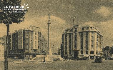 Cl 06 429 Caen-Place du Maréchal Foch et monument aux morts