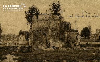 Cl 06 440 Caen-Reste des anciennes fortifications-A droite église St J