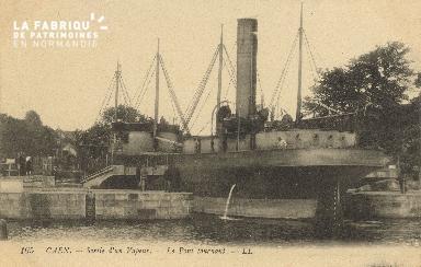 Cl 07 090 Caen - Sortie d'un vapeur - Le pont tournant