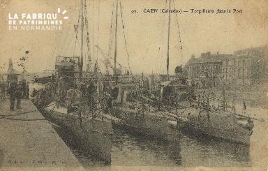 Cl 07 131 Caen - le Torpilleurs dans le Port