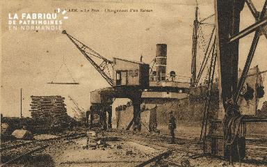 Cl 07 188 Caen - Le port- Chargement d'un Bateau