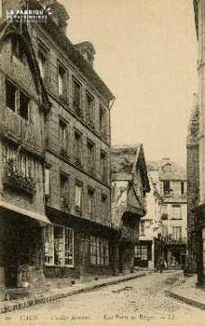 Cl 08 024 Caen rue Porte-au-Berger vieilles maisons