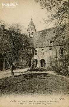 Cl 08 056 Caen Cour du Musée des Antiquaires Cloître de l'ancien couve
