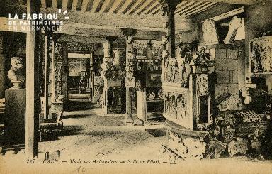 Cl 08 057 Caen Musée des Antiquaires Salle du Pilori