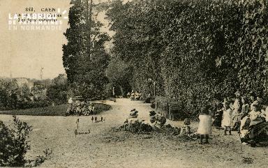Cl 08 079 Caen le Jardin des Plantes les Jeux Enfantins