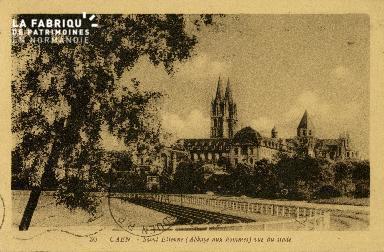 Cl 08 116 Caen St Etienne (Abbaye aux Homlmes) vu du Stade Hélitas