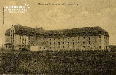 Cl 08 122 Caen la Maison des Etudiants côté Sud-Ouest