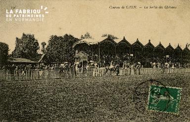 Cl 08 307 Caen Courses de Caen la Sortie des Chevaux