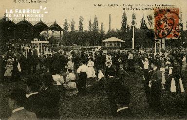 Cl 08 308 Caen Champ de Courses les Tribunes et le Poteau d'Arrivée