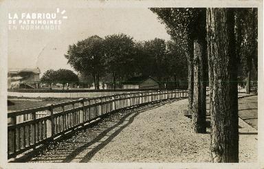 Cl 08 318 Caen les Tribunes de l'Hippodrome et le Cours Circulaire du