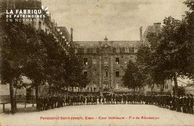 Cl 08 407 Caen Pensionnat St Joseph Cour Intérieure fin de Récréation